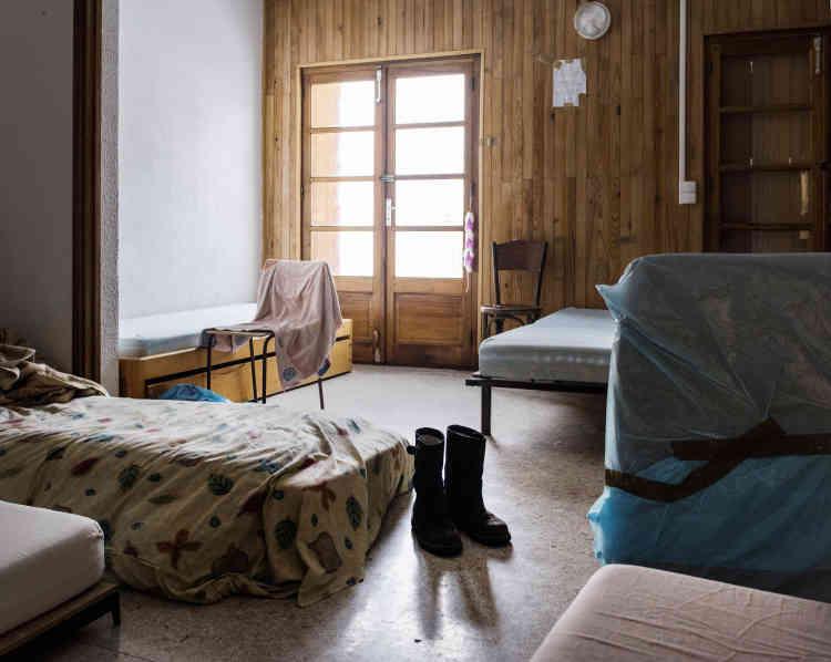 Une chambre collective du centre d'accueil pour migrants de Briançon.