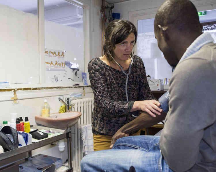 A la maison commune du Collectif réfugiés solidaires, « chacun participe selon ses envies et ses compétences», comme cette infirmière bénévole.