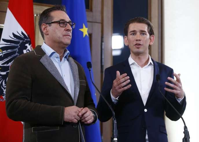 Heinz-Christian Strache (FPÖ) et Sebastian Kurz lors de leur conférence de presse commune à Vienne, le 15décembre.
