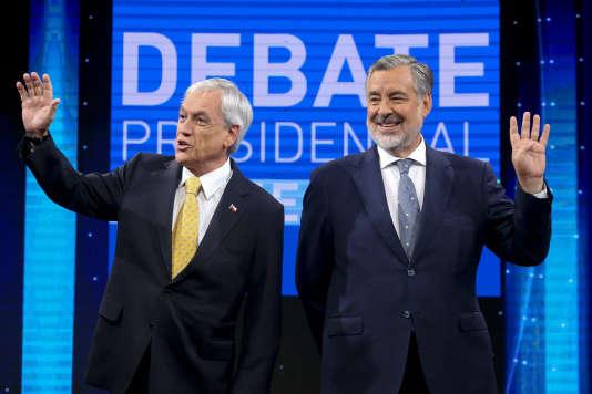 Sebastian Pinera et Alejandro Guillier, à Santiago du Chili, le 11 décembre