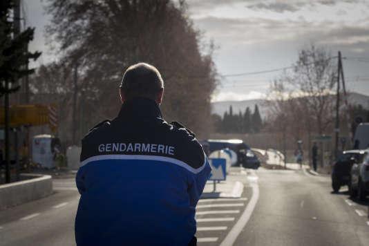 A Millas (Pyrénées-Orientales), au lendemain de la collision entre un car et un TER, vendredi 15 décembre.