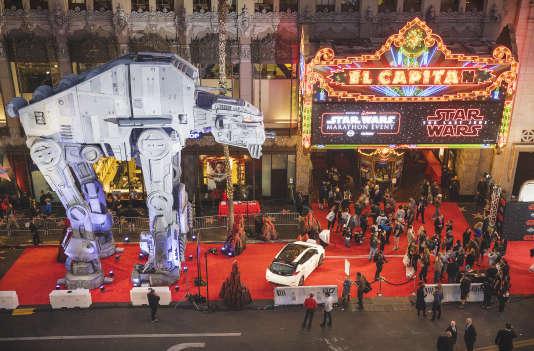 Devant la salle de cinéma El Capitan, sur Hollywood Boulevard, à l'occasion de la sortie de «Star Wars: les Derniers Jedi», le 14 décembre 2017.