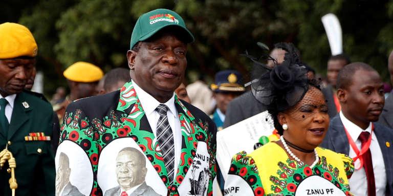 Le président du Zimbabwe, Emmerson Mnangagwa, et son épouse, Auxillia, arrivent au congrès de la ZANU-PF, à Harare, le 15décembre 2017.