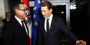 Le chef de l'extrême droite autrichienne, Heinz-Christian Strache, et le futur chancelier, Sebastian Kurz, à Vienne, le 16 décembre.