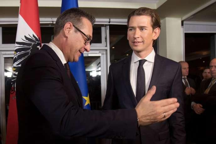 Conférence de presse du futur chancelier autrichien, Sebastian Kurz, et du chef de l'extrême droite, Heinz-Christian Strache, à Vienne, le 16 décembre.