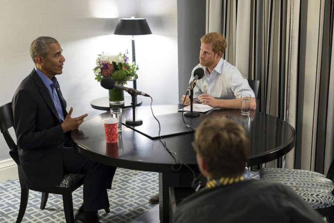 L'ex-président américain Barack Obama lors de l'enregistrement de son interview par le prince Harry, à Toronto (Canada), en septembre.