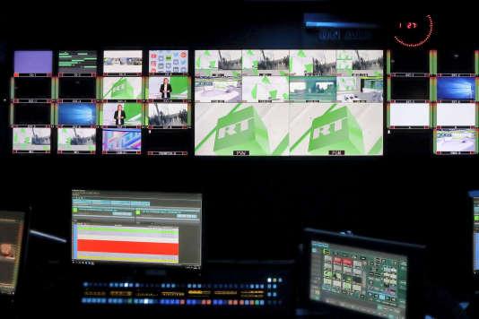 « Cette chaîne est désormais obligée par les autorités américaines de s'enregistrer comme agent de l'étranger » (L'un des studios de la chaîne de télévision Russia Today, à Boulogne-Billancourt, le 18 décembre 2017).