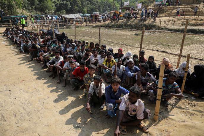 Des réfugiés rohingya dans un camp au Bangladesh, le 18 décembre.