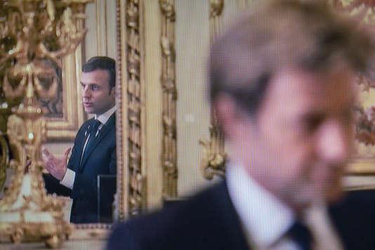 Emmanuel Macron et le journaliste Laurent Delahousse, lors d'un entretien sur France 2, recueilli le 12décembre à l'Elysée.