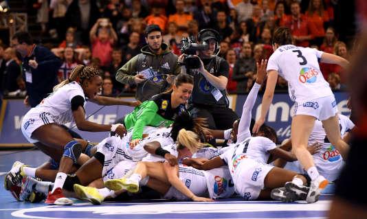 La joie des Françaises après leur victoire en finale.