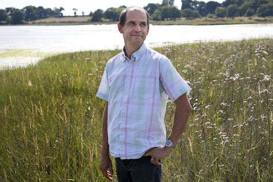 Nicolas Guéguen, professeur en psychologie sociale à l'université de Bretagne-Sud,dont les travaux sont remis en cause par Nick Brown et James Heathers