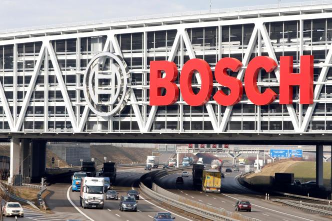 Une publicité pour l'équipementier automobile allemand Bosch, près de l'aéroport de Stuttgart, en Allemagne.
