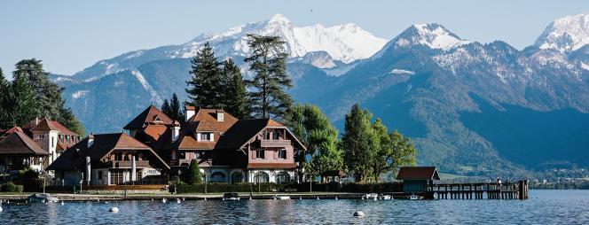 L'Auberge du Père Bise, à Talloires, sur les rives du lac d'Annecy.