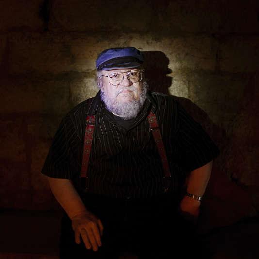 L'écrivain américain George R. R. Martin dans les catacombes de Paris, en 2014.