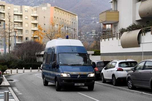 Un fourgon de la gendarmerie transporteNordahl Lelandais au palais de justice de Grenoble, le 30 novembre 2017, pour une audition.