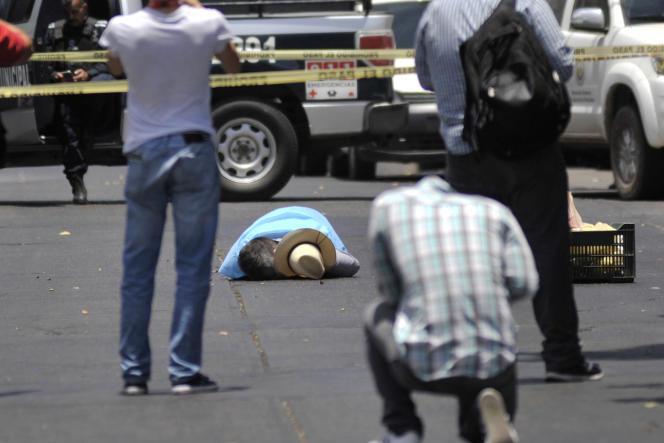 Le corps du journaliste assassiné Javier Valdez, cofondateur du journal «Riodoce» et spécialiste du trafic de drogue, à Culiacan (Mexique), le 15 mai.