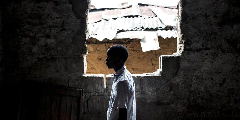 Un ancien enfant-soldat d'une milice Kamwina Nsapu, de retour à l'école à Kananga, en République démocratique du Congo, le 19octobre 2017.