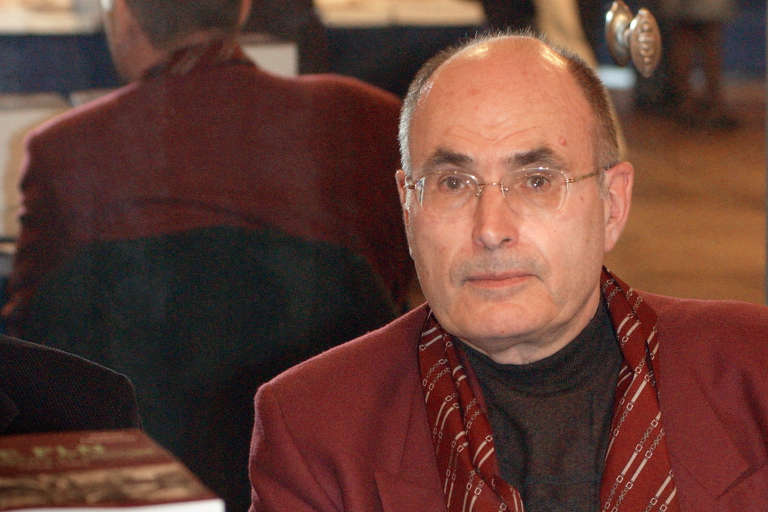 L'historien Gilbert Meynier durant la 11e édition du Maghreb des livres à Paris, le 5 février 2005.