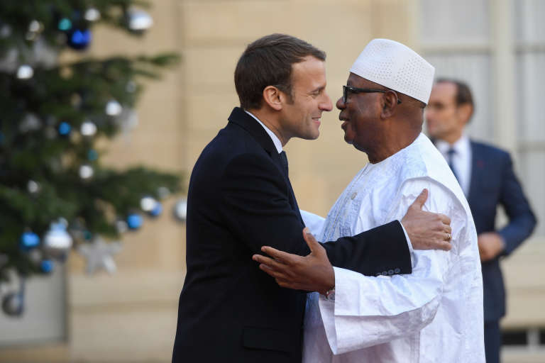 Les présidents français, Emmanuel Macron, et malien, Ibrahim Boubacar Keïta, à l'Elysée, à Paris, le 12décembre 2017.