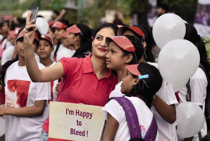En Inde, associations et étudiants militent pour briser le tabou des règles(ici, le 28 mai à New Delhi, lors de la Journée mondiale de l'hygiène menstruelle).