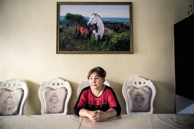Raya Mambetakunova a vécu neuf ans avec son ravisseur. Chaque fois qu'elle s'enfuyait, ses parents la ramenaient à son mari.