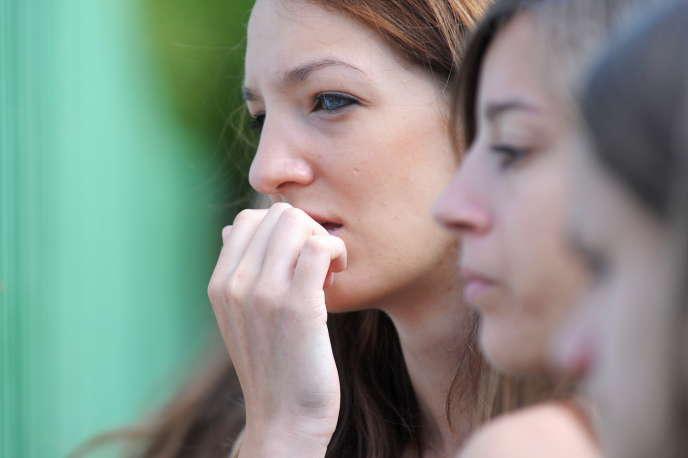 Des élèves découvrent les résultats du baccalauréat, le 6 juillet 2010 au lycée Kléber de Strasbourg. AFP PHOTO / FREDERICK FLORIN