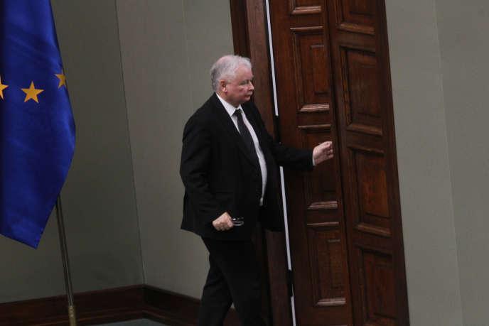 Jaroslaw Kaczynski, au Parlement de Varsovie, le 14 décembre. Le chef du PiS passe pour le vrai leader de la Pologne.