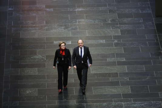 Martin Schulz arrive à une réunion avec Angela Merkel et Horst Seehofer, à Berlin, le 20 décembre 2017.