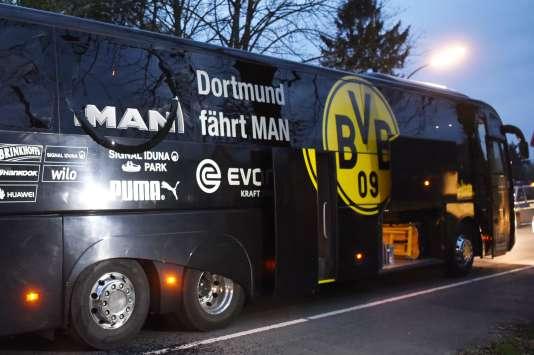 Les dégâts sur le bus du Borussia Dortmund.