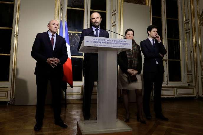 Gérard Collomb, ministre de l'intérieur, Edouard Philippe, premier ministre, Agnès Buzyn, ministre des solidarités, et Julien Denormandie, secrétaire d'Etat auprès du ministre de la cohésion des territoires,à l'hôtel Matignon, le 21 décembre.