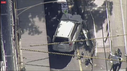 Le conducteur d'un SUV qui a foncé dans un arrêt de tram a été arrêté par la police.