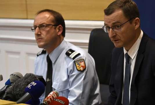 Le procureur de Chambéry Thierry Dran (à droite) et le colonel Pascal Claisse, lors de leur conférence de presse, le 20 décembre.