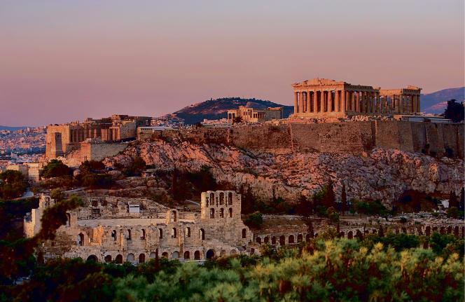 Construit en moins de dix ans (447-438 av. J.-C.), le Parthénon, qui domine l'Acropole, est l'un des symboles de l'ambitieux projet de reconstruction d'Athènes mené par Périclès après le saccage de l'armée perse achéménide, en 480.