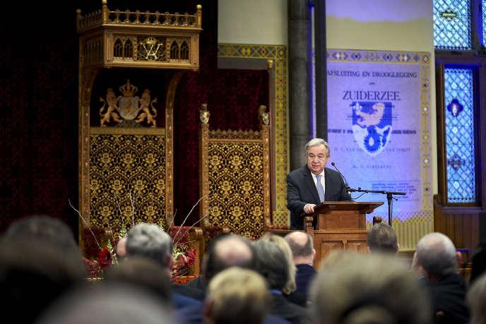 Antonio Guterres, le secrétaire général de l'ONU, lors de la cérémonie de clôture du TPIY au Ridderzaal, la salle des Chevaliers, située dans l'enceinte du Parlement néerlandais à La Haye.