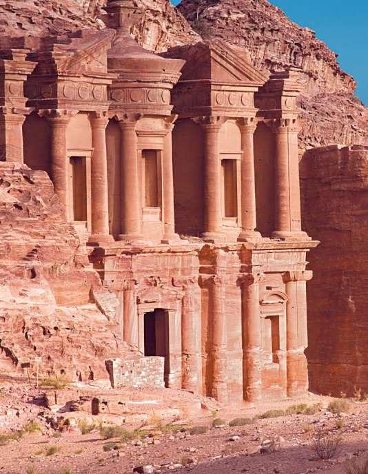 LaKhazneh est l'un des emblême de la cité antique de Pétra en Jordanie.Ce bâtiment est un tombeaunabatéen.