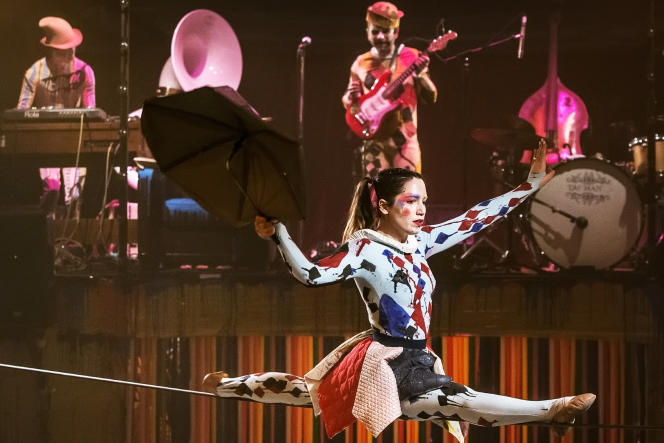 L'une des acrobates du spectacle« Carnival», du Cirque Electrique.