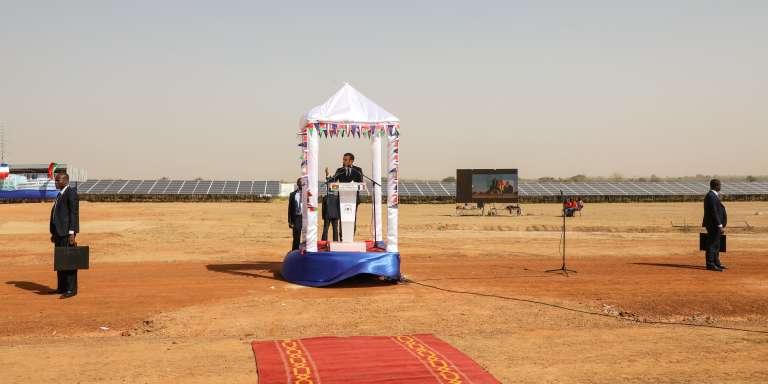 Le président français, Emmanuel Macron, lors de l'inauguration de la centrale solaire de Zagtouli, au Burkina Faso, le 29novembre 2017.