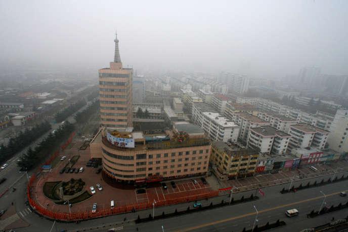 Nuage de pollution sur la ville de Jincheng, dans la province du Shanxi. Pour réduire la pollution, Pékin a interdit les poêles à charbon.