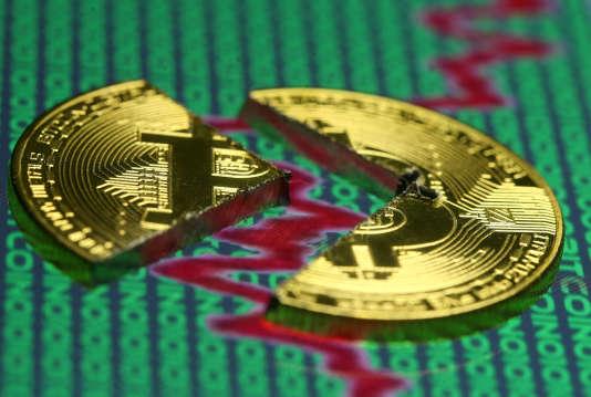 Le cours du bitcoin a plongé à 13 000 dollars, vendredi 22 décembre.