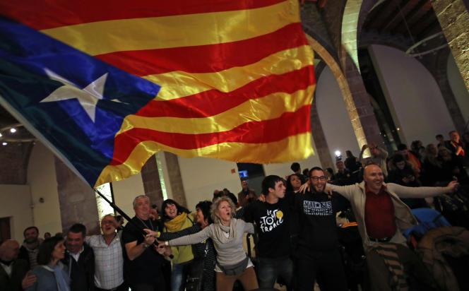 Des partisans de l'indépendance de la Catalogne, à Barcelone, le 21 décembre 2017.