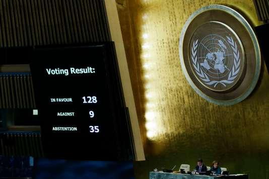 Affichage du vote condamnant la décision de Donald Trump de reconnaître Jérusalem comme capitale d'Israël, à New York, le 21 décembre.