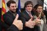Carles Puigdemont (au centre) célèbre les résultats du vote, à Bruxelles, le 21 décembre.