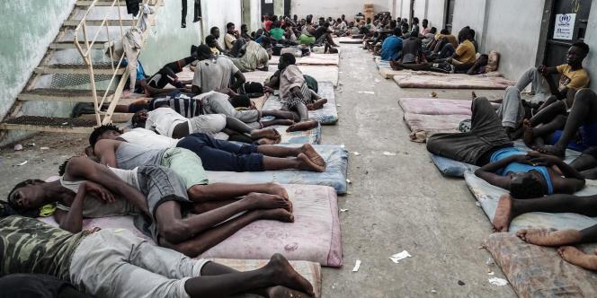 Des migrants dans un centre de détention à Zawiyah, en Libye, le 17juin 2017.
