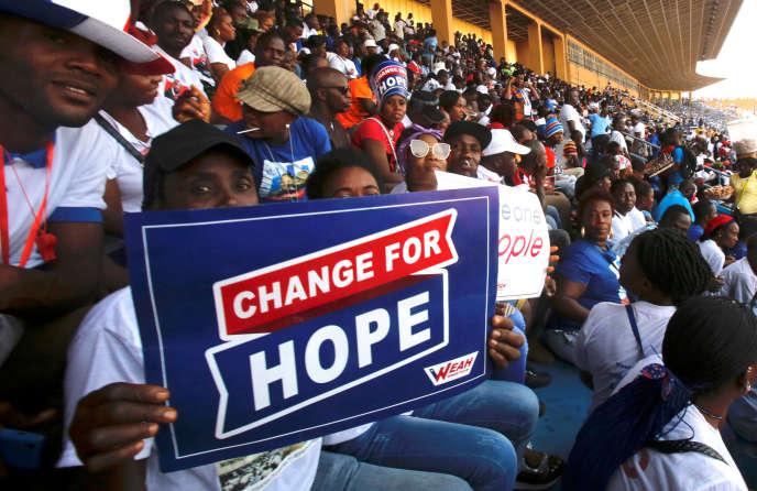 Des partisans de George Weah, lors d'un meeting à Monrovia, le 23 décembre.
