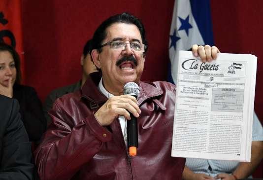 Le coordonnateur de l'Alliance d'opposition à la dictature (gauche), Manuel Zelaya, le 22 décembre.