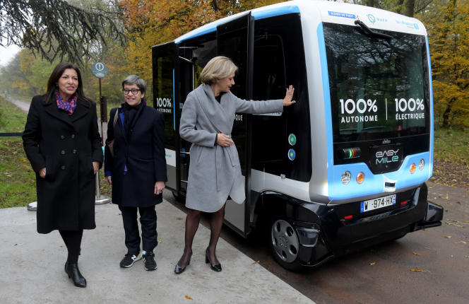 Anne Hidalgo, maire de Paris, Catherine Guillouard, PDG de la RATP, et Valérie Pécresse, présidente de la région Ile-de-France, à Vincennes (Val-de-Marne), le 17 novembre.