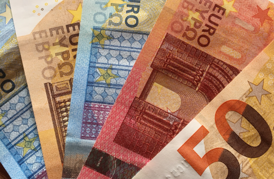 Une grand-mère entourée de trois enfants et d'une dizaine de petits-enfants, peut transmettre sans impôt plus de 400 000 euros.