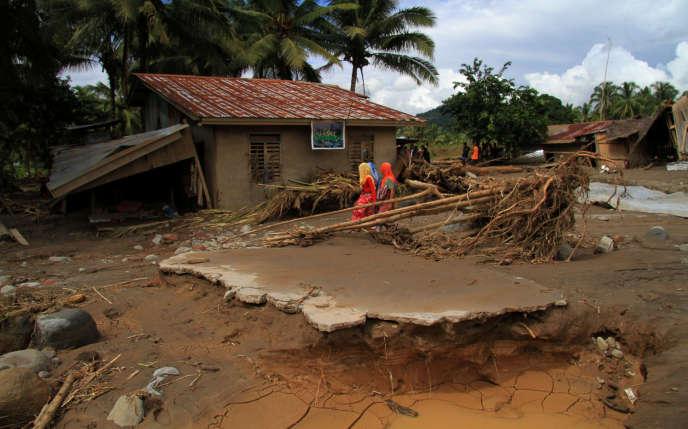 Un village dévasté dans le sud de l'archipel des Philippines, le 24 décembre.