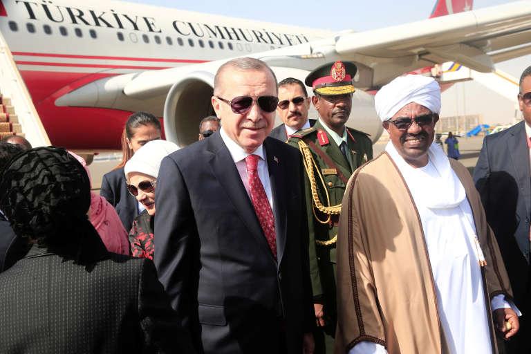 Omar Al-Bachir et Recep Tayyip Erdogan à Khartoum, le 24 décembre 2017.