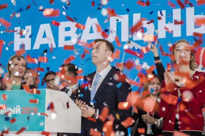 Alexeï Navalny devant ses soutiens à Moscou, le 24 décembre.